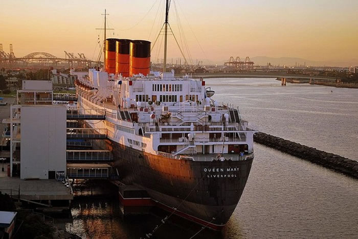 经过长年的海水侵蚀,皇后玛丽号的许多重要结构已被破坏。