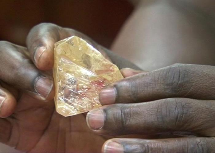 这粒并非冰糖,可能是全球第十大巨钻。