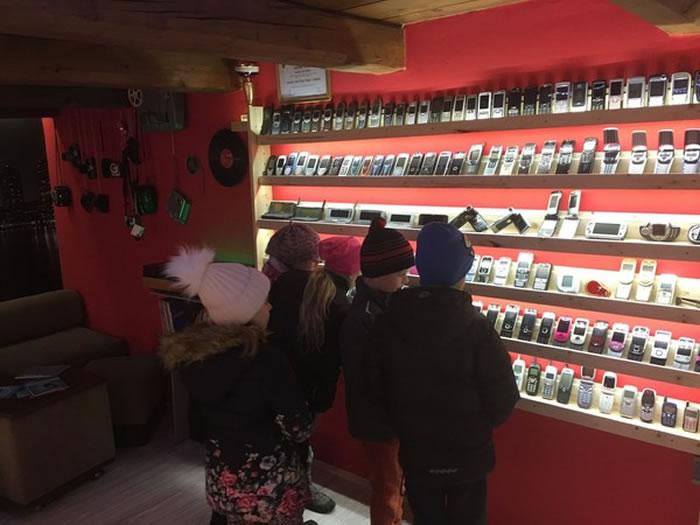 斯洛伐克男子收藏超过3500个手机开博物馆