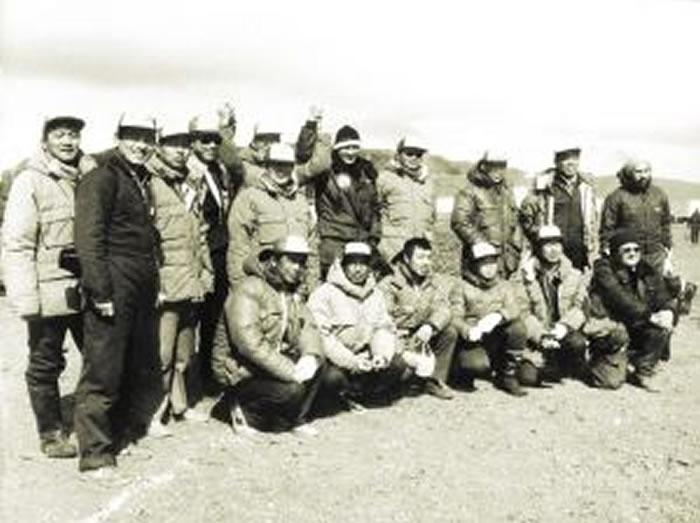 南京古生物学家沈炎彬(前排左二)