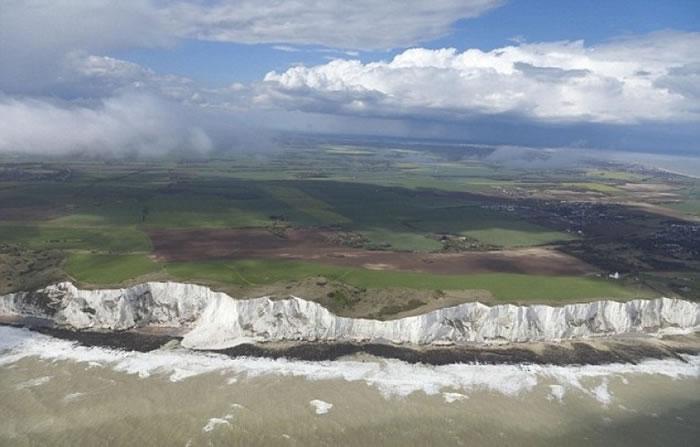 多佛尔郡决定在白色悬崖投射琳恩影像,为其庆生。