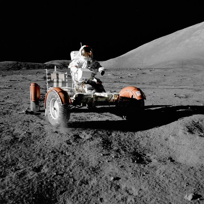 塞尔南曾在月球遗下月球车。