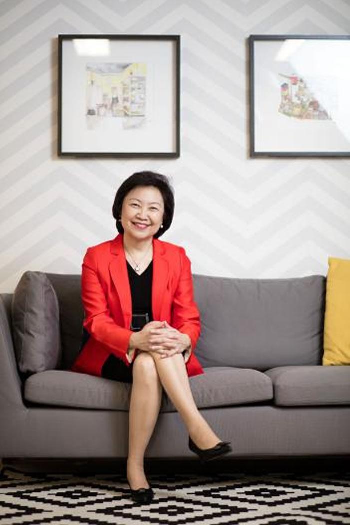Cheong Koon Hean有多年的建筑和都市计画经验,现在统筹新加坡的公共住宅。这些环保永续的住宅以社区为核心,通常有所谓「三代同乐公园」与花园。 PHO