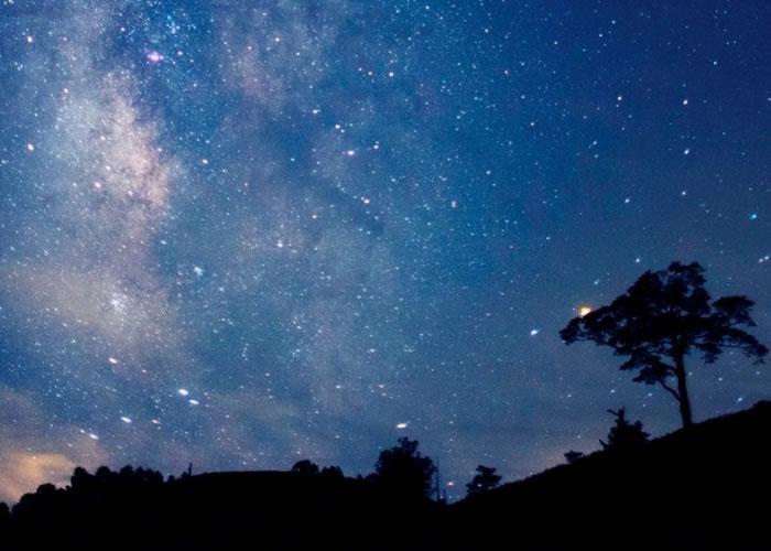 长野县阿智村星空璀璨。