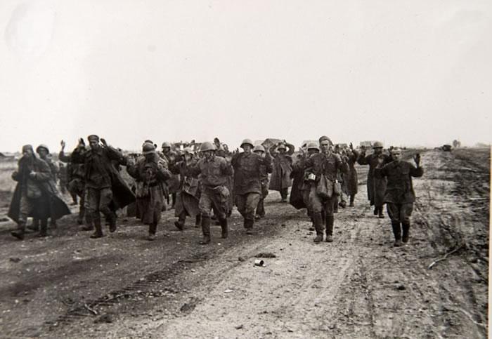 大批投降的红军战俘。