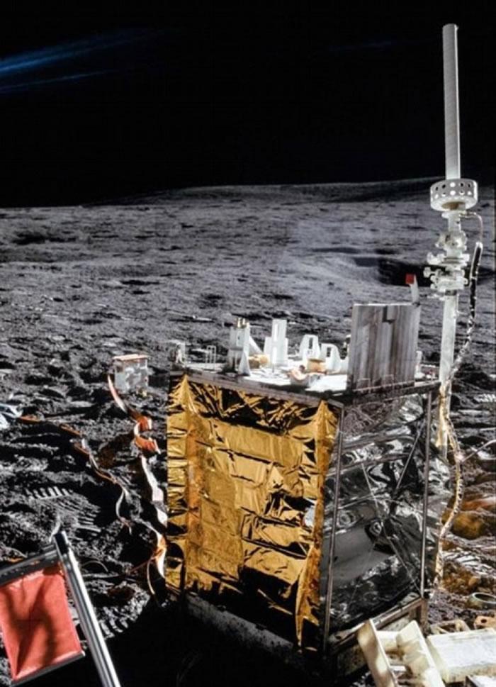 阿波罗14号在月球表面留下的实验仪器。