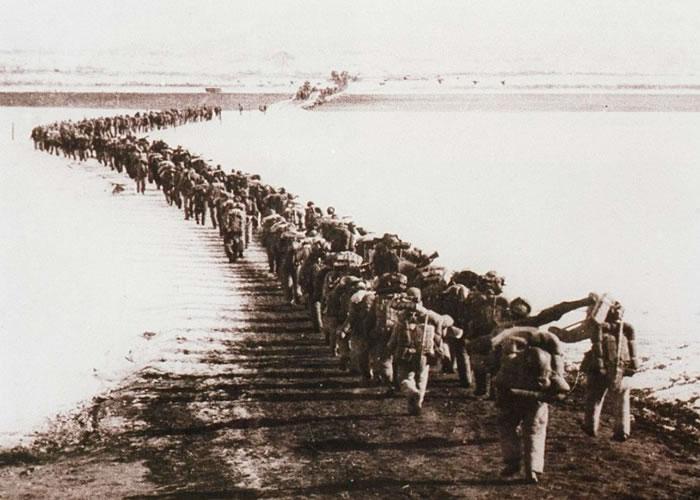 中国人民志愿军助朝鲜对抗美国。