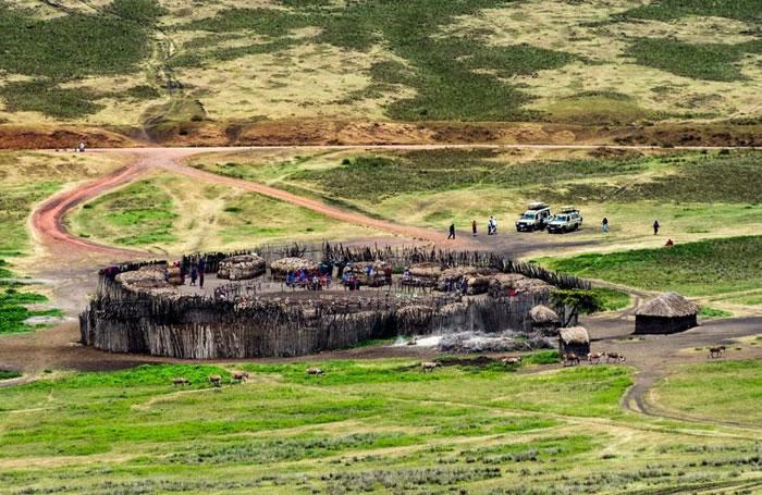现代马赛人的营区,称为boma。 PHOTOGRAPH BY JASON EDWARDS, NATIONAL GEOGRAPHIC CREATIVE