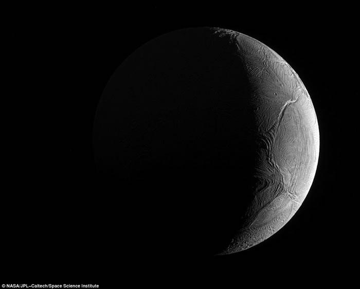 """美国NASA宣布大发现:木星卫星""""木卫二""""(欧罗巴)及土星卫星""""土卫二""""具备生命所需全部条件"""