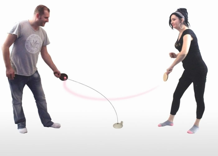 装置可以让人随意打球。