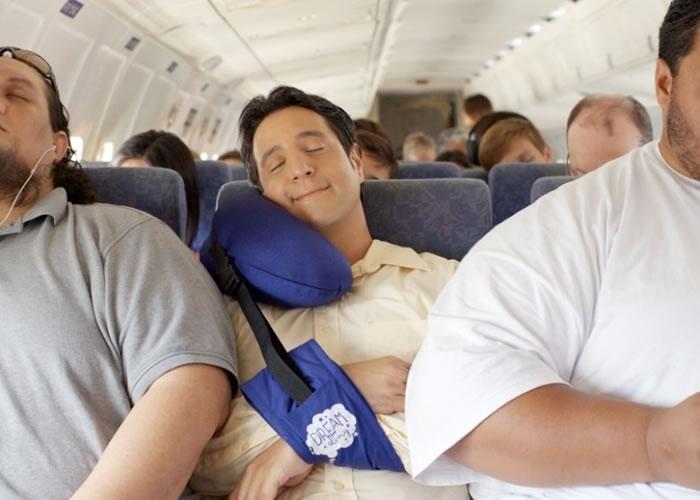 新飞机枕可避免枕头移位,手臂亦可舒适摆放。