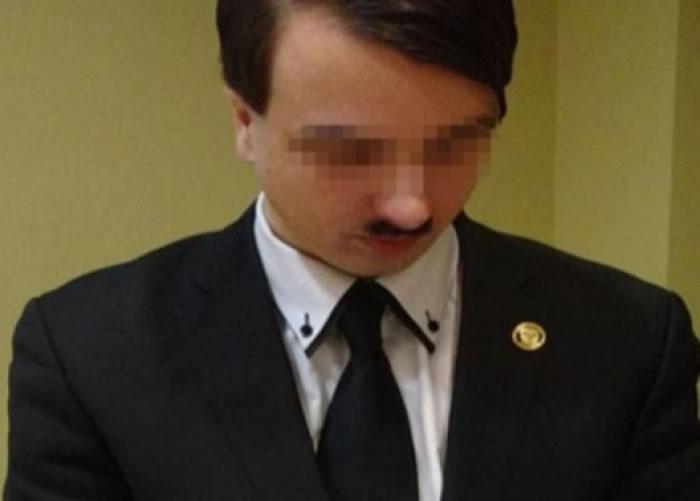 奥地利早前亦有人因模仿希特勒被捕。