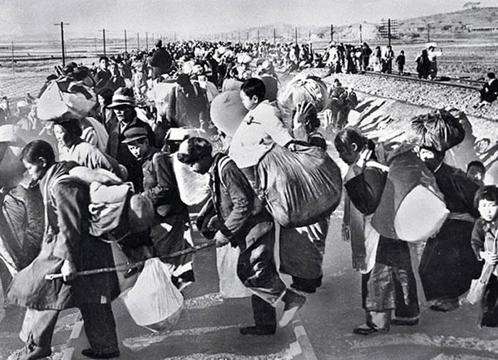 逃亡的韩国民众。