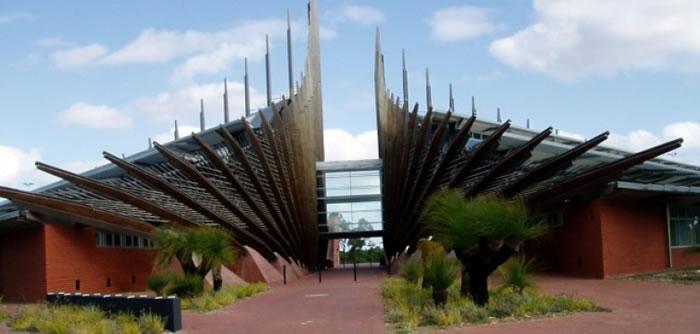 澳洲伊迪斯科文大学(图)的科学家研发出太阳能玻璃。