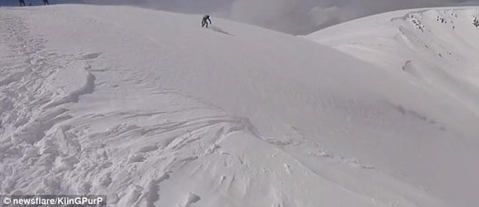 美国科罗拉多州滑雪客遇上雪崩极速逃命