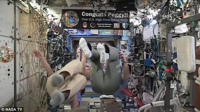 刷新美国太空人在太空停留时间最长纪录 特朗普祝贺女太空人Peggy Whitson