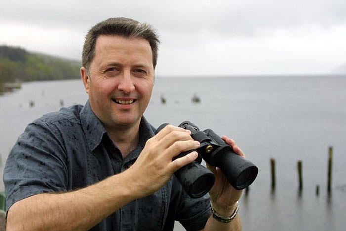 专门记录尼斯湖水怪消息的官方记录员尚贝尔(Gary Campbell)