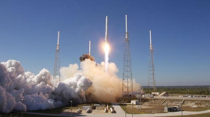 「猎鹰9号」(Falcon 9)发射。