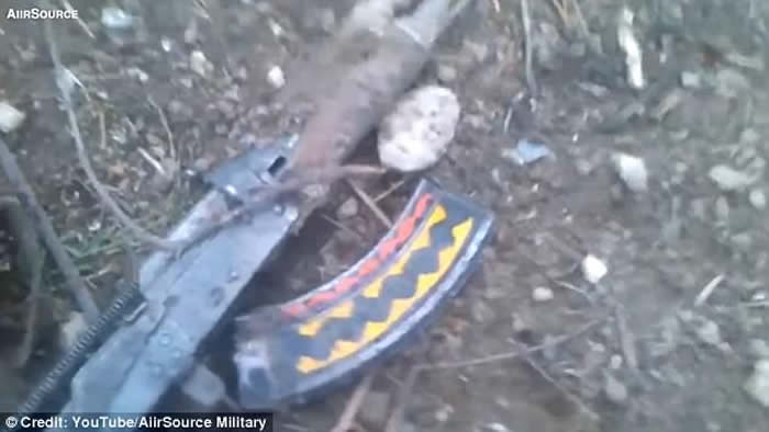 美军炸弹之母(GBU-43/B)轰炸阿富汗IS基地成废墟 秘密隧道留20具尸体