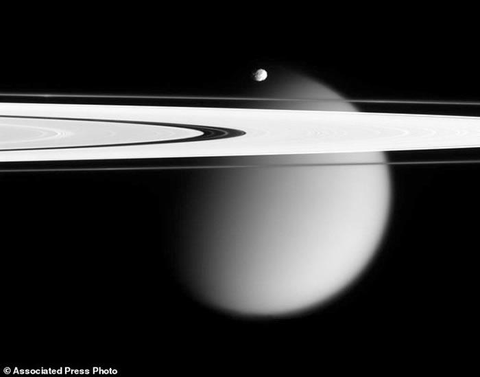 """美国太空总署(NASA)土星探测船""""卡西尼号""""最后任务:探索土星环年龄起源"""