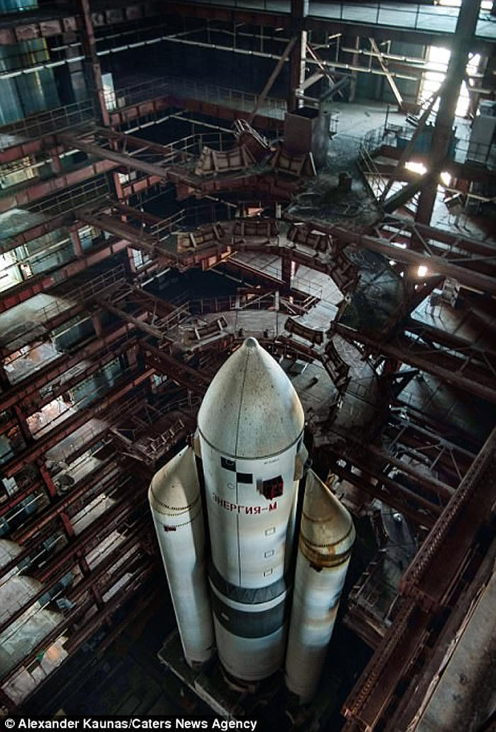 俄罗斯导演卡纳斯(Alexander Kaunas)在哈萨克斯坦发现苏联时期的航天飞机机库