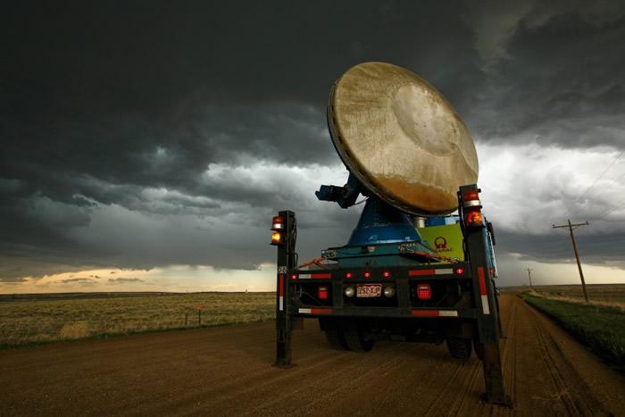 风灾区域设立雷达,收集数据。