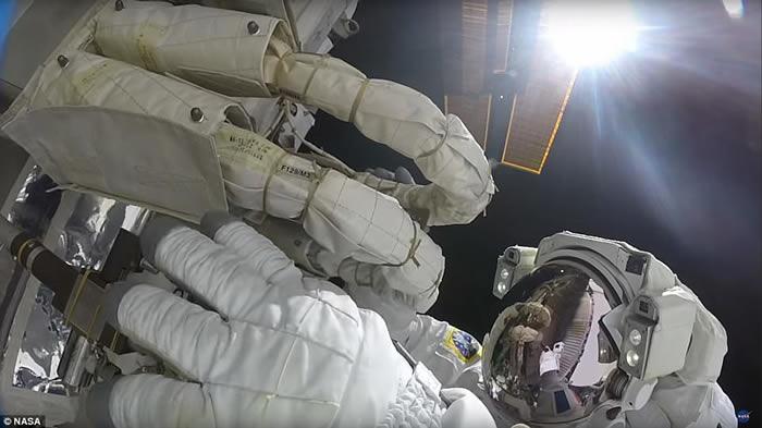 美国太空总署(NASA)公布宇航员执行任务片段 观赏壮观蓝色地球