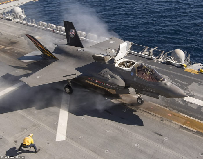 """美国洛克希德马丁公司公布F-35B隐形战机GAU-12""""平衡者""""机炮试射片段"""