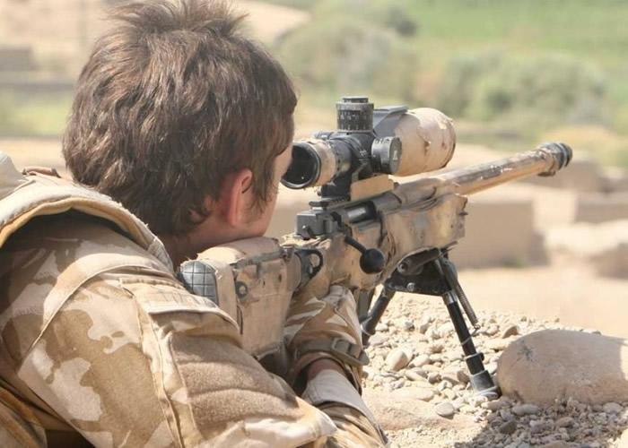 英军SAS神枪手在摩苏尔,以CheyTac M200步枪在极远距离一枪击毙一名IS狙击手。(资料图片)
