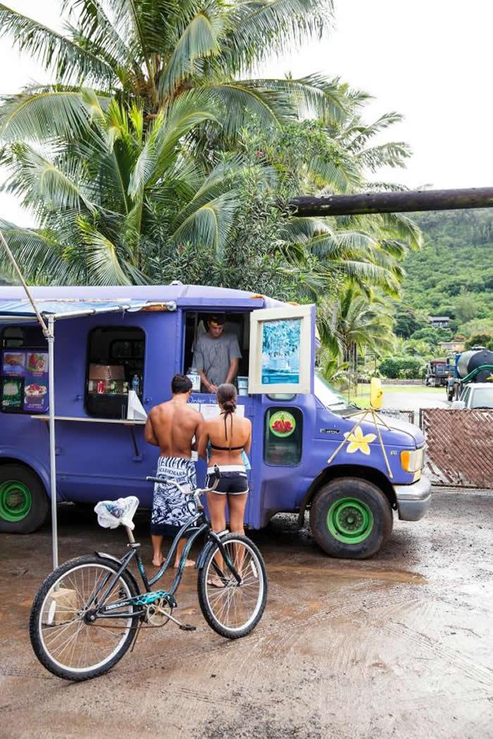 看你是想和酒伺闲话家常,或是在每个月都会出来摆摊的餐车点一碗巴西梅果冰(acai bowl),夏威夷的食物选择非常多元,绝对可以满足你的胃口。 PHOTOGRA