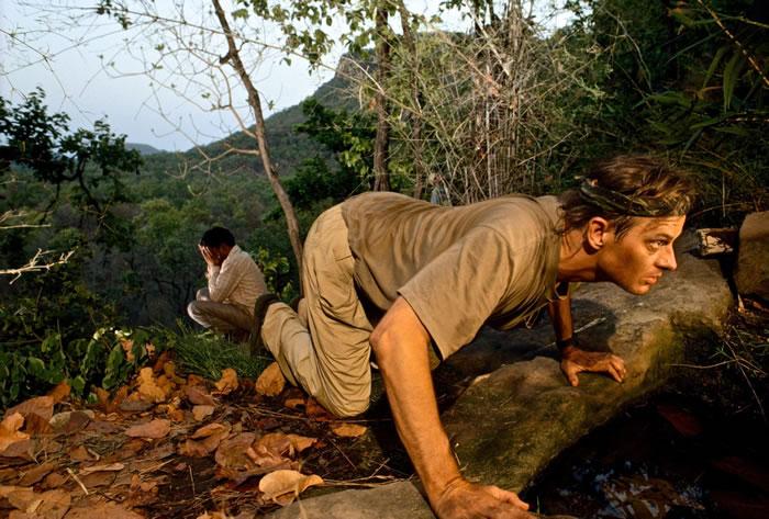 1996年,尼可斯在印度利用相机陷阱拍摄老虎。 PHOTOGRAPHY BY MICHAEL NICHOLS, NATIONAL GEOGRAPHIC CREA