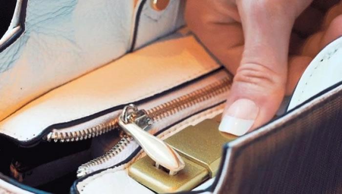 手袋有指纹自动上锁功能。