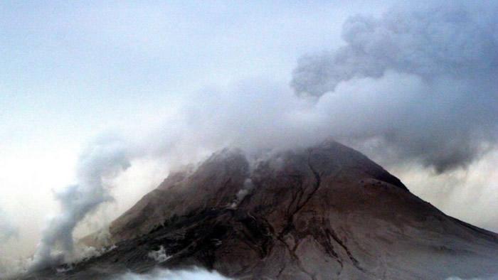 波戈斯洛夫火山较早前喷发情况。(资料图片)