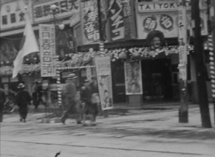 当时商店与住宅街林立。