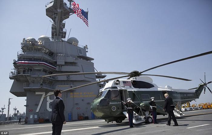 """美军最新型核动力航母""""福特号""""(USS Gerald R. Ford)正式服役"""