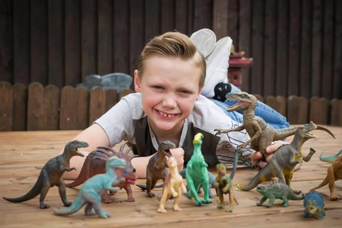 """英国患有亚斯伯格症10岁男童发现自然历史博物馆""""原角龙""""错标成""""偷蛋龙"""""""