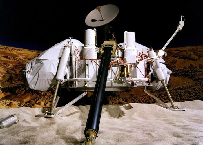 维京号(Viking Lander)是NASA首个登陆火星的探测器。