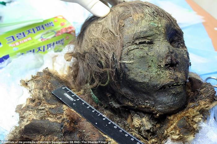 俄罗斯西伯利亚冻土层发现30多具900年前木乃伊 女干尸头发睫毛仍完好