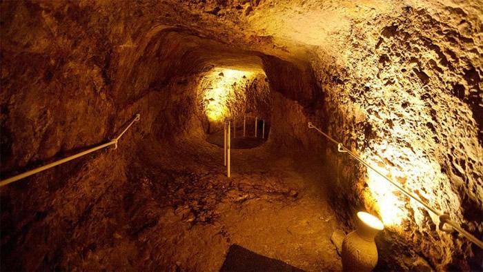 考古学家在大卫城遗址中探索。