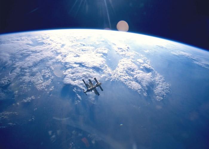 """NASA招募星球保卫官以抵御外星生物""""入侵""""地球。"""