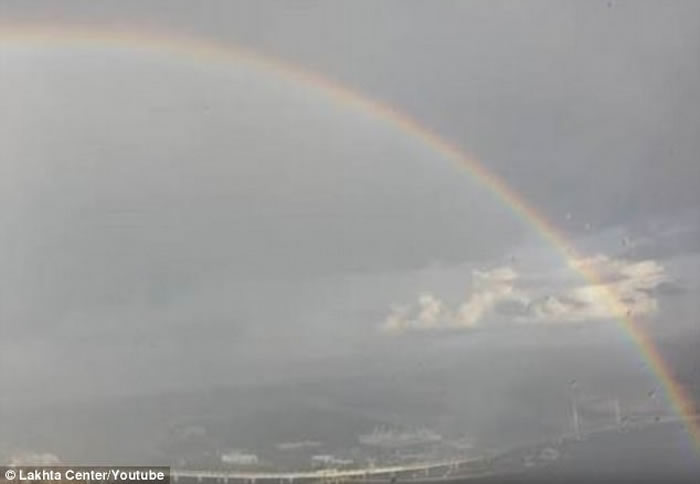 俄罗斯圣彼得堡高楼目击圆形彩虹日本邪恶漫画之透明 壮丽悬