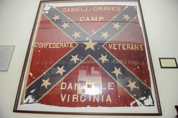 七日之战威震全美国 维吉尼亚州夏绿蒂镇因保护南方将领李将军而起街头抗议