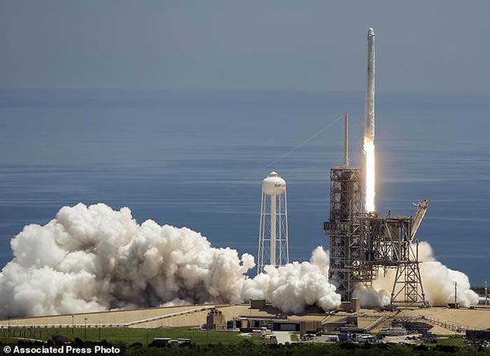 太空探索科技公司SpaceX发射猎鹰9号火箭 将惠普制造的超级电脑送上国际太空站