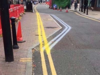 有网民担忧双黄线会误导驾驶者。