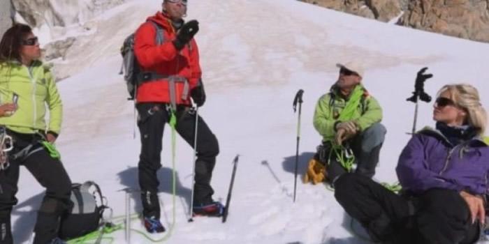 登山者需要有足够装备。