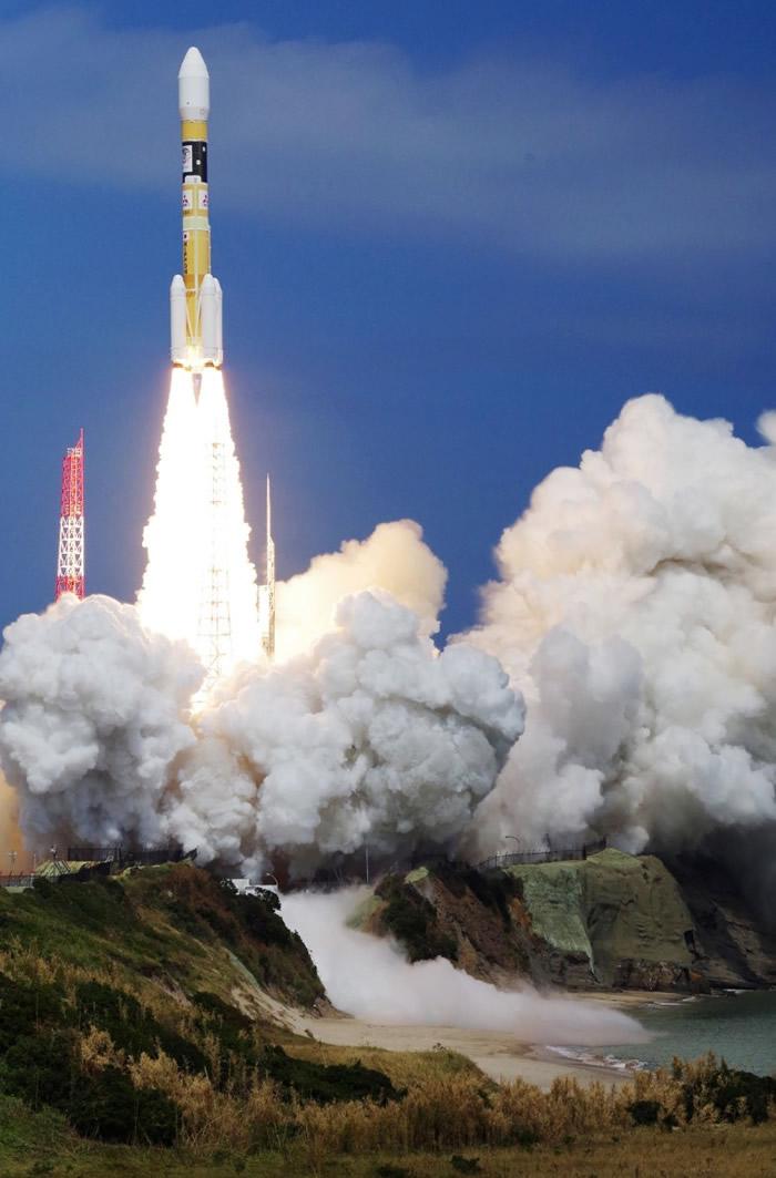 火箭把卫星送入预定轨道。