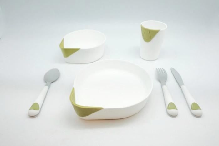 以安全食用塑胶制成餐碗、水杯和叉羹等套件。