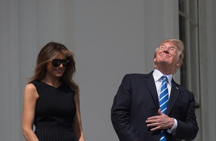 特朗普屡次没戴护目镜被直看太阳。