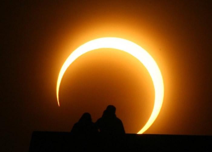 美国将迎来日全食的天文奇景。