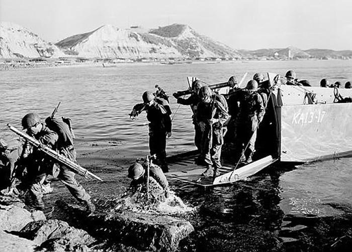 美军在浦项登陆。
